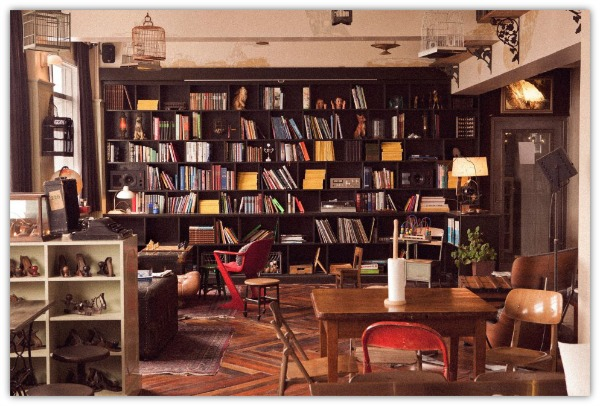 library - kex hostel - the jujuhat