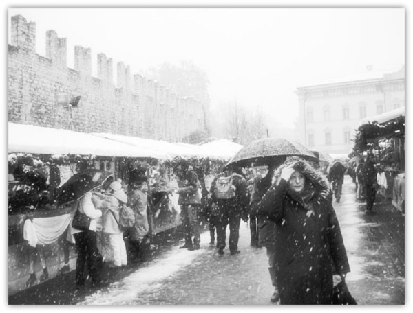 mercatino di natale - jujuhat - b&n