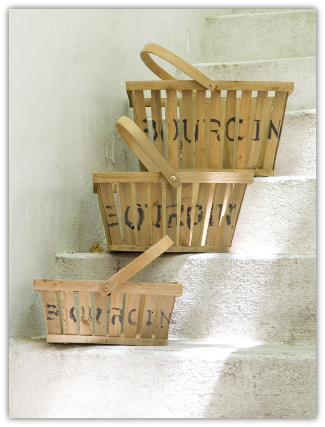 cestas de madera en escalera.jpg