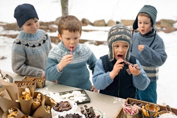 54eb6553376c4_-_let-it-snow-hot-chocolate-bar-0213-xln